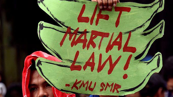 Parlamento das Filipinas prolonga lei marcial