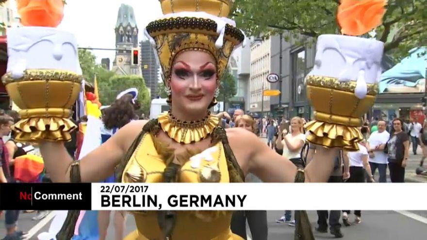 احتفال مثلي الجنس بإقرار زواجهم في برلين
