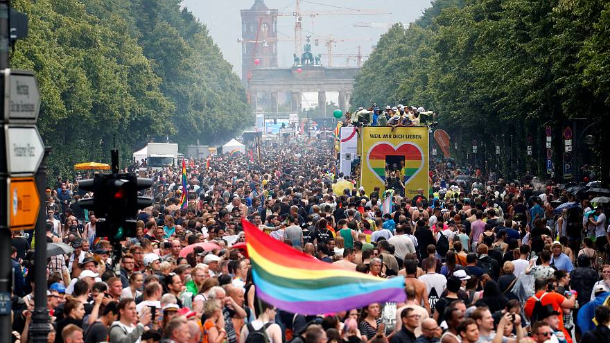 Tausende Teilnehmer des Berliner CSD bejubeln die Ehe für alle