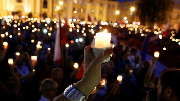Multitudinarias protestas contra el gobierno de Polonia