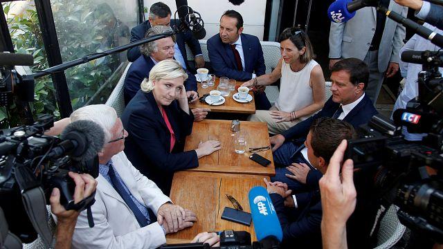 اليمين المتطرف يتمسك بالتخلي عن اليورو