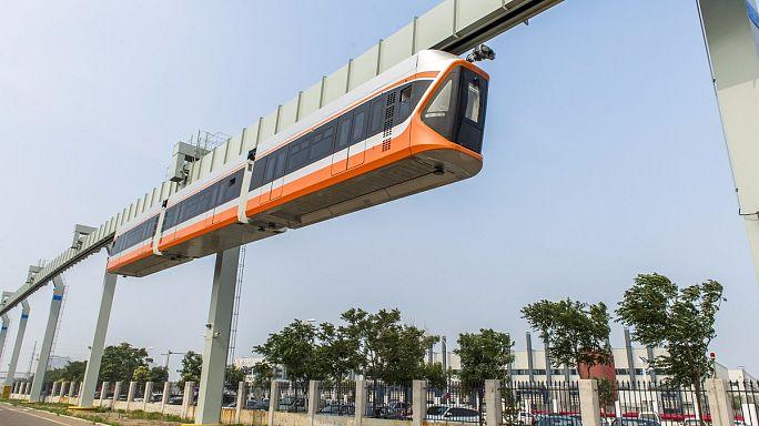 أسرع مترو معلق في الصين يدخل التشغيل التجريبي