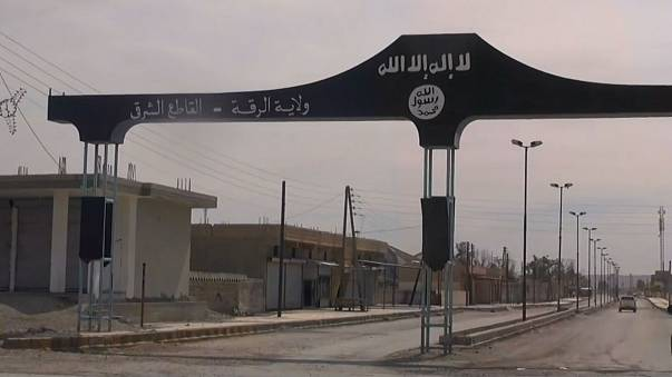 الجيش السوري يتقدم نحو الجهة الشرقية للرقة على حساب داعش