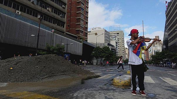 Venezuelalı muhalif kemancı yaralandı