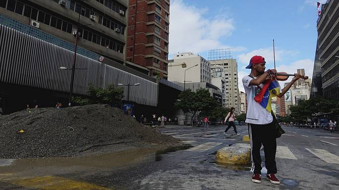 Venezuela: ferito il violinista simbolo delle proteste contro Maduro
