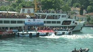 Yüzücüler Asya'dan Avrupa'ya kulaç attı