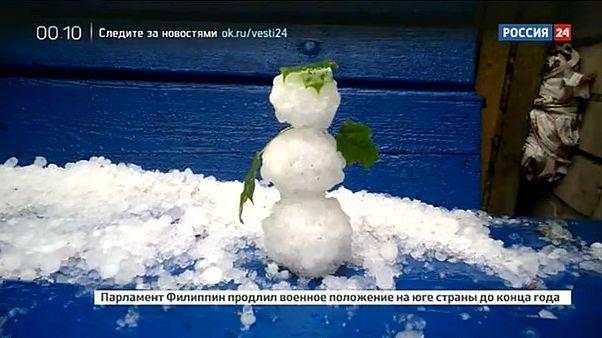 Петербург: снеговики из града