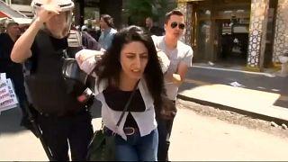 إعتقال عشرات المتظاهرين المتضامنين مع أستاذين مضربين عن الطعام