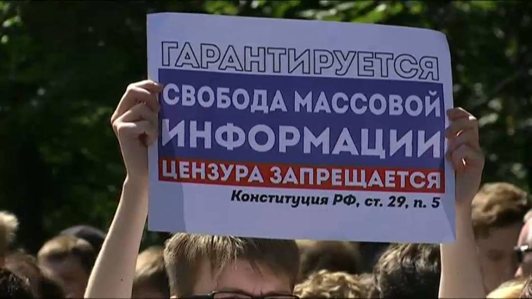 Protestors march in Moscow over internet censorship regulations