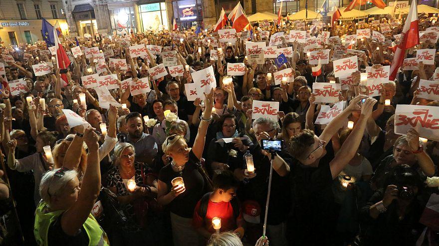 Vigília em Varsóvia contra reforma judicial