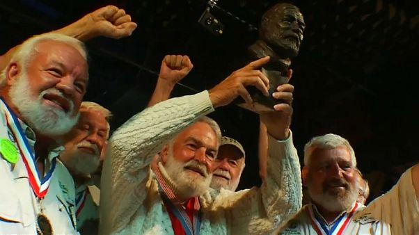 O melhor sósia de Ernest Hemingway é....