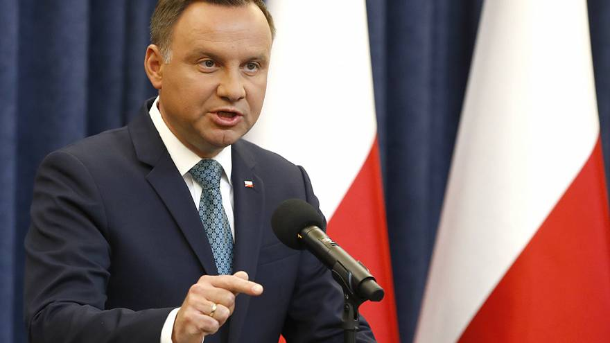 Presidente polaco anuncia veto parcial à polémica reforma judicial