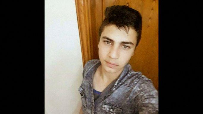 شاهد: والد الشاب الأردني يطالب الملك بالقصاص لابنه ممن قتله داخل سفارة إسرائيل بعمان