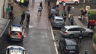 Cinq blessés en Suisse par un homme armé d'une tronçonneuse