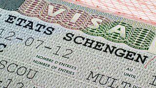 غضب طالبي التأشيرات إلى فرنسا في الجزائر