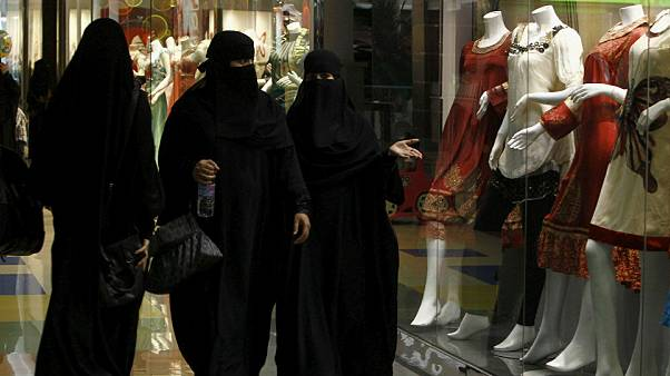 حرب #الهاشتاغ السعودي بين التنورة والنقاب
