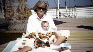 Los príncipes Guillermo y Enrique rinden tributo a su madre, Diana de Gales