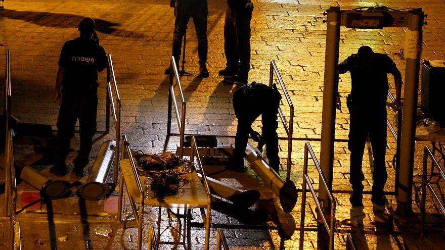 Израиль убирает металлодетекторы с Храмовой горы
