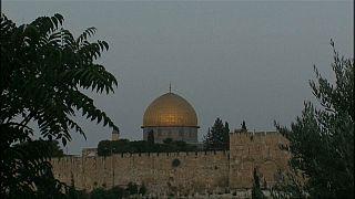 إسرائيل تزيل البوابات الألكترونية من أمام الأقصى.. فهل سيعلو صوت المآذن؟