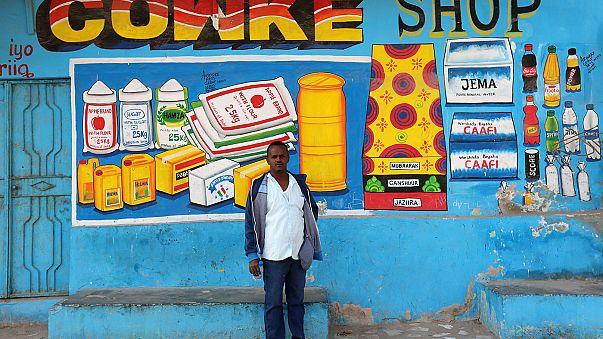 """Wandmaler """"Shik Shik"""" verschönert Mogadischus Ladenfronten"""