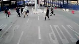 """Un homme blesse un policier au couteau, aux cris de """"Allah Akbar"""""""