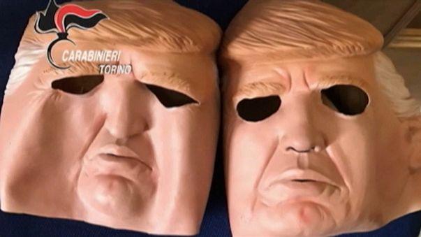 Mint a mozikban: elnöki maszkban raboltak