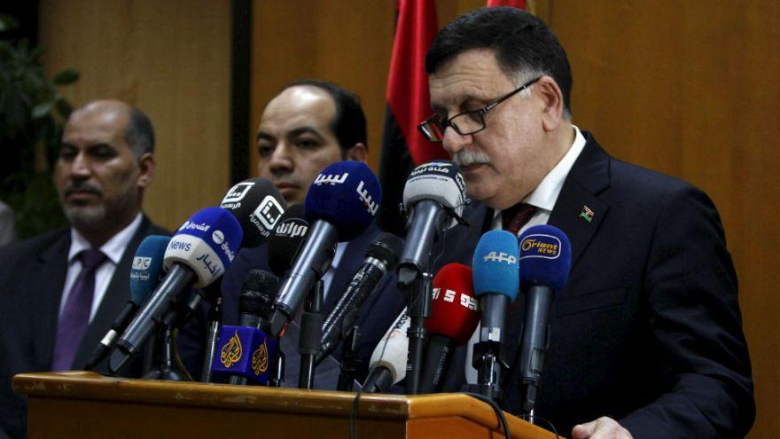 پاریس میزبان دو دولت متخاصم مستقر در لیبی است