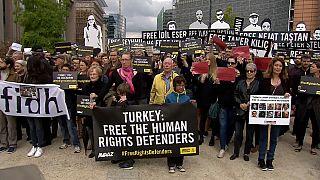 Af Örgütü'nden Brüksel'de Türkiye protestosu