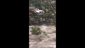 Filmbe illő helikopteres mentés Arizónában