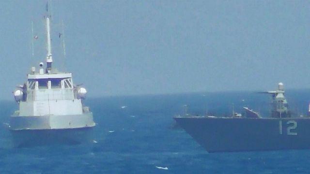 الخليج العربي: سفينة أمريكية تطلق طلقات تحذيرية في اتجاه سفن إيرانية
