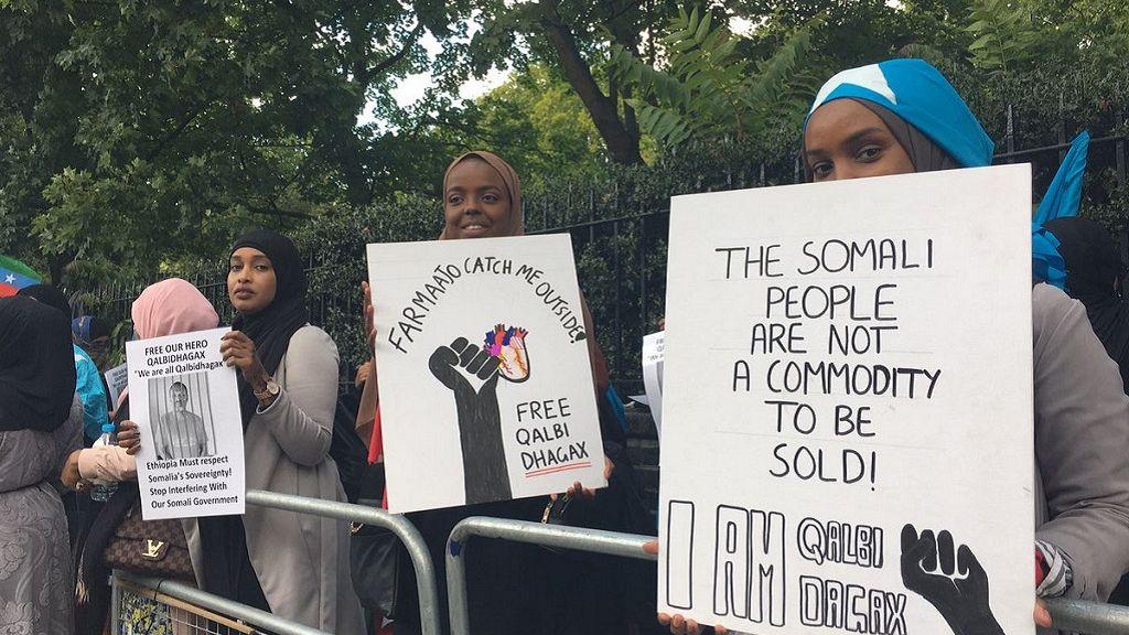 Somalis protest at Ethiopia embassy in U.K. over prisoner transfer 2