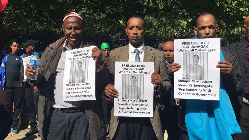 Somalis protest at Ethiopia embassy in U.K. over prisoner transfer 3