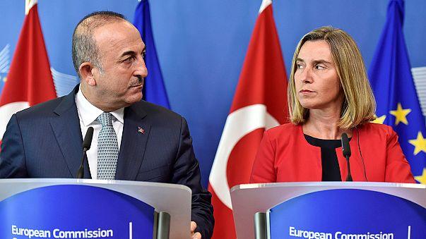 AB Türkiye'nin demokratik değerlere uymasını istiyor