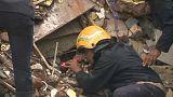 شاهد: فرق الإنقاذ تبحث عن ناجين في حادث انهيار مبنى بمومباي