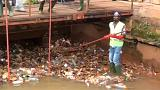 Nos Camarões, constrói-se com a poluição