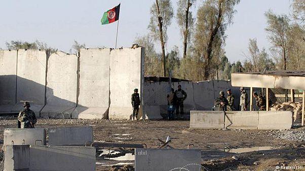 در حمله طالبان در قندهار دستکم دهها سرباز کشته و مجروح شدند