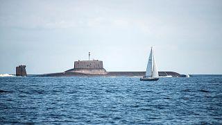 Sottomarino russo, il più grande al mondo, percorre il Baltico