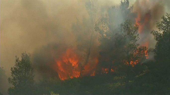 إجلاء الآلاف من السكان بسبب الحرائق بجنوب فرنسا