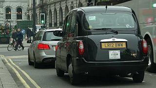 بريطانيا تمنع استخدام مركبات البنزين والديزل بداية من 2040