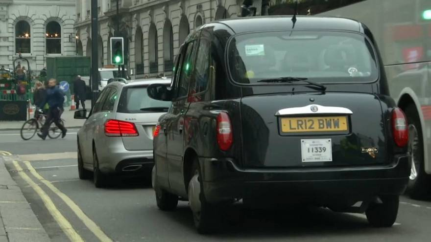 """Reino Unido anuncia """"guerra"""" aos carros poluentes"""