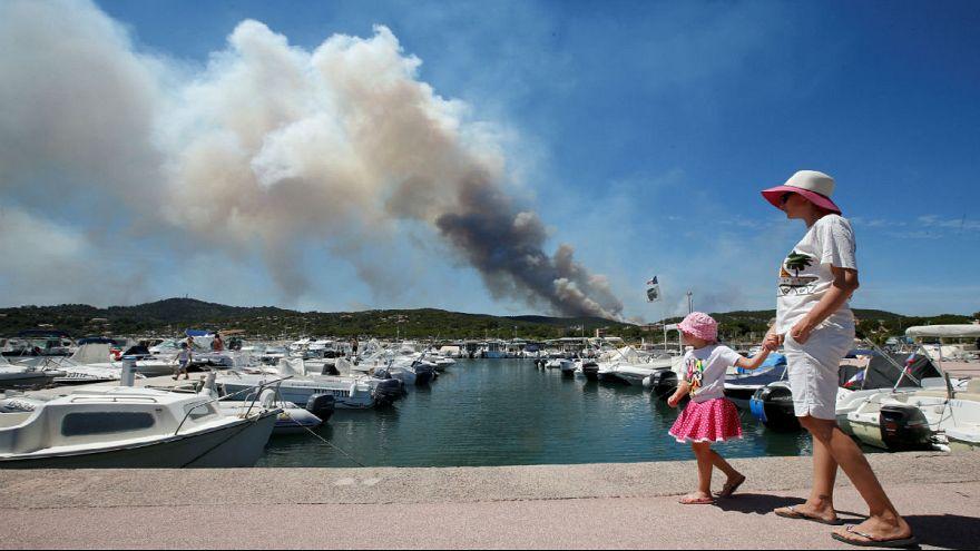 Unas 12.000 personas evacuadas en la Costa Azul por el fuego