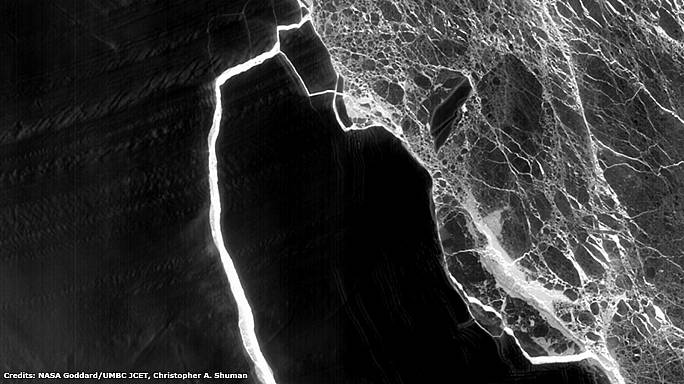 """Antarctique : le """"super iceberg"""" perd des morceaux"""