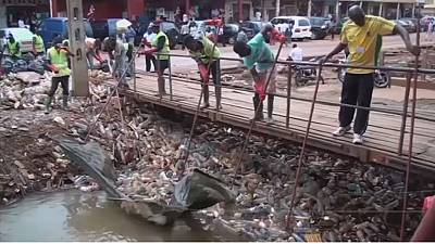 Cameroon fights pollution by turning used plastic into jobs