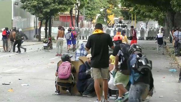 فنزويلا: تزايد الاحتجاجات وعقوبات أميركية على مسؤولين