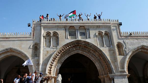 Los palestinos celebran la retirada de los controles en la Explanada de las Mezquitas