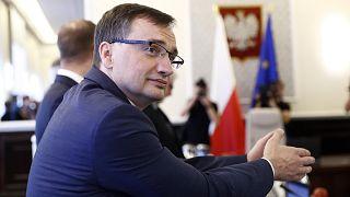 """Brüksel'in """"hukukun üstünlüğü"""" uyarısı sonrası Polonya ile ilişkiler gerildi"""