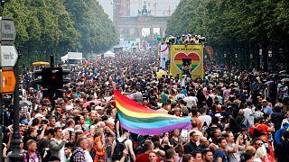 مجرمانه بودن همجنسگرایی در ۷۲ کشور جهان؛ در ۸ کشور مجازات اعدام