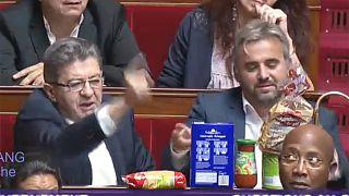 """Ungewöhnlicher Protest: Mélenchon spielt """"Kaufladen"""" im Parlament"""