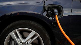 Queda na produção e nas vendas de automóveis no Reino Unido