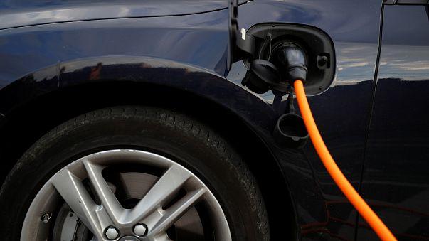السيارات الكهربائية تكسب المعركة في بريطانيا وفرنسا